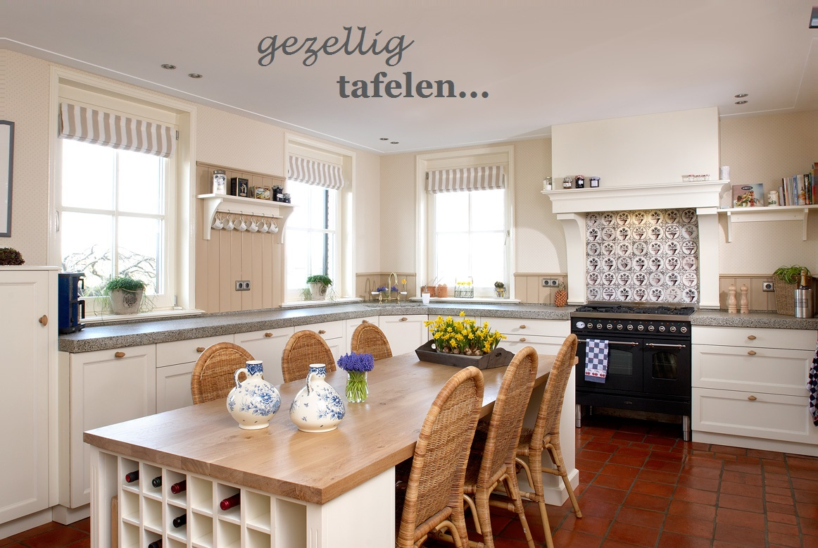 VRI interieur eettafel keukentafel eethoek salontafel