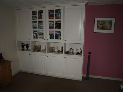 VRI interieur: exclusief bureau en archiefkast met vitrine