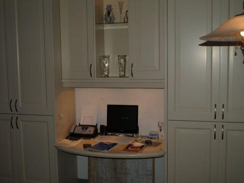 VRI interieur: exclusieve kastenwand met werkplek