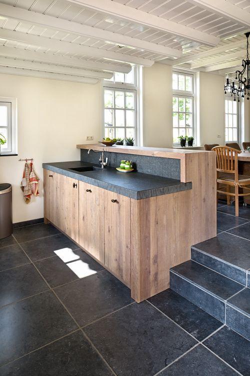 Woonkeuken vri interieur - Keuken steen en hout ...