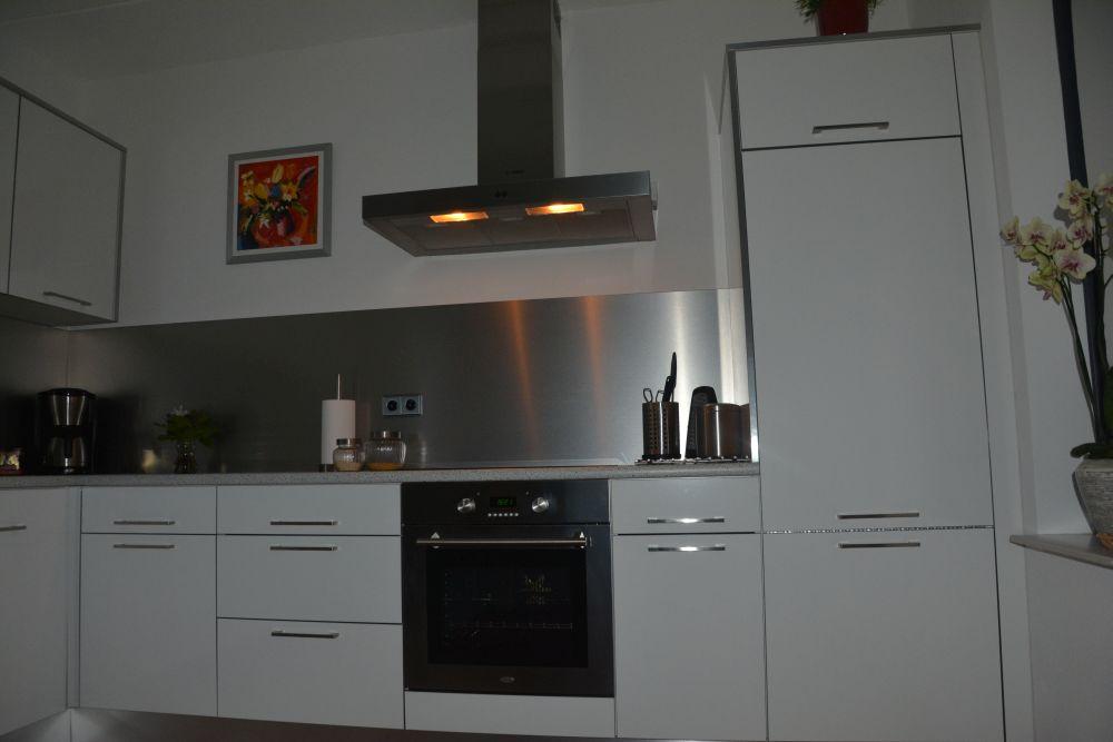 VRI interieur: moderne design keuken in hoogglans wit