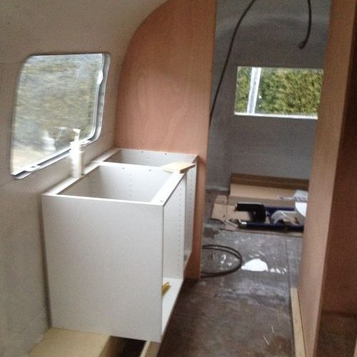 VRI interieur: bouw keuken Airstream trailer