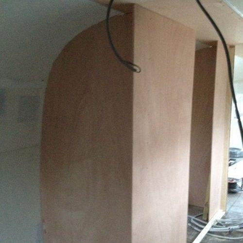 VRI interieur: bouw toiletruimte Airstream trailer