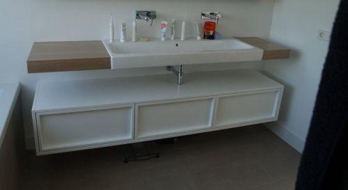 VRI interieur: exclusief badkamermeubel met laden