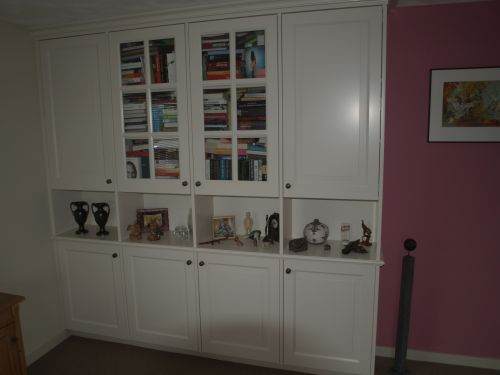 VRI interieur: archiefkast met vitrine