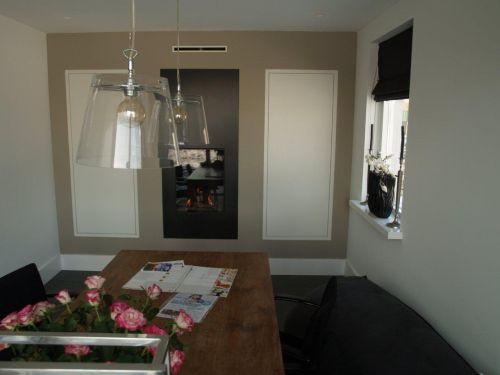 VRI interieur: verborgen werkplek en openhaard