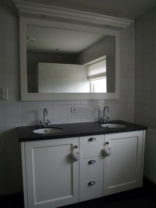 VRI interieur landelijke badkamer wastafelkast in wit te Leersum