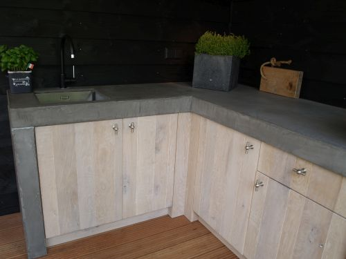 VRI interieur: buitenkeuken en bar in eiken met beton