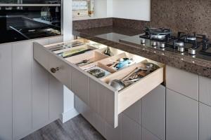 VRI interieur: houten bestekladen verstelbare indeling
