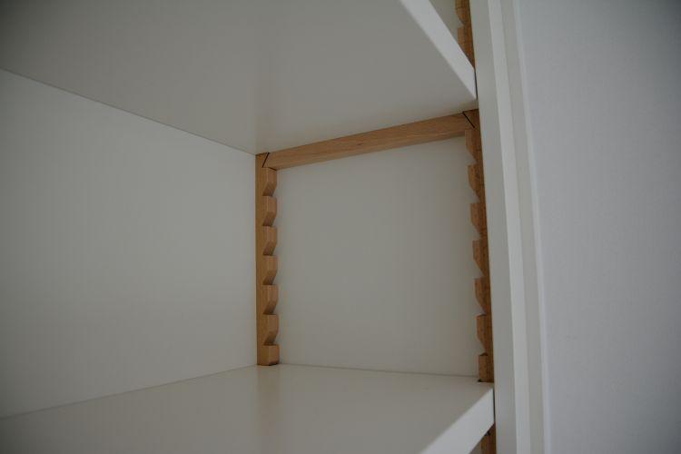 VRI interieur: stijl interieur houten laden en keeplatten in zelfde stijl