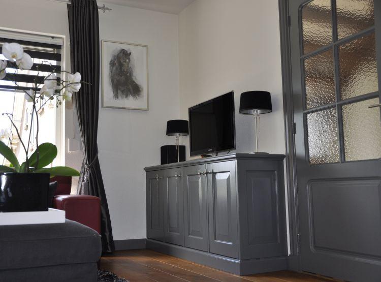 VRI interieur: stijl interieur plint loopt door in kast