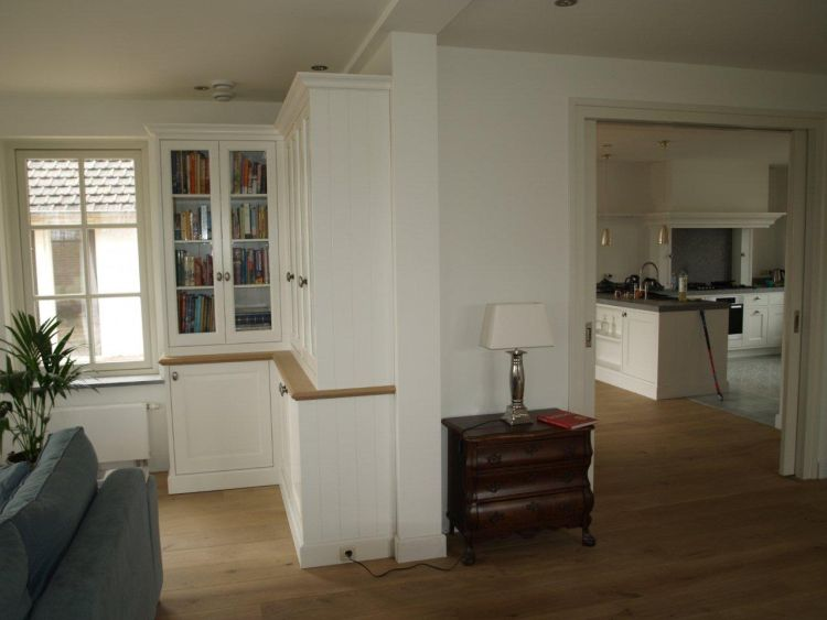 VRI interieur: stijl interieur kasten en keuken in zelfde stijl