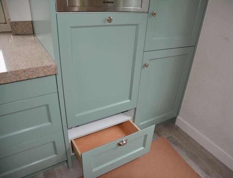 VRI interieur: stijl interieur plinten zelfde hoogte als keukenplint