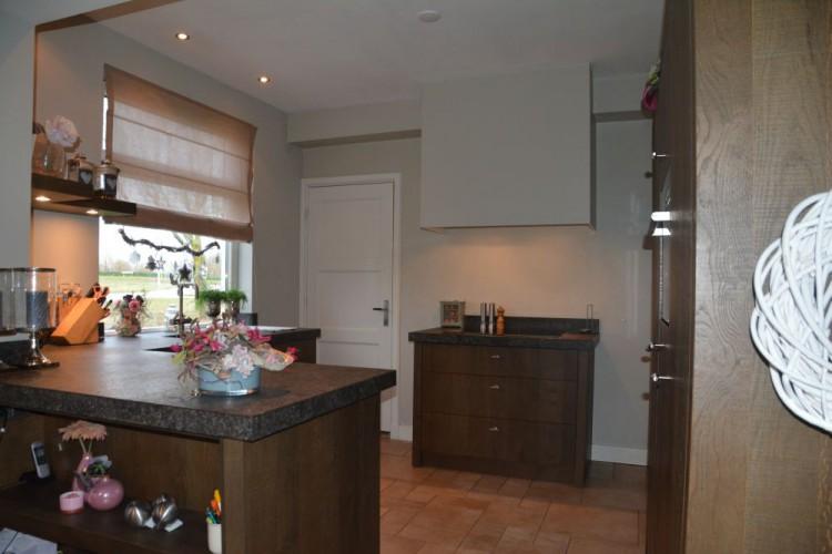VRI interieur: eiken keuken in landelijke stijl te Elst