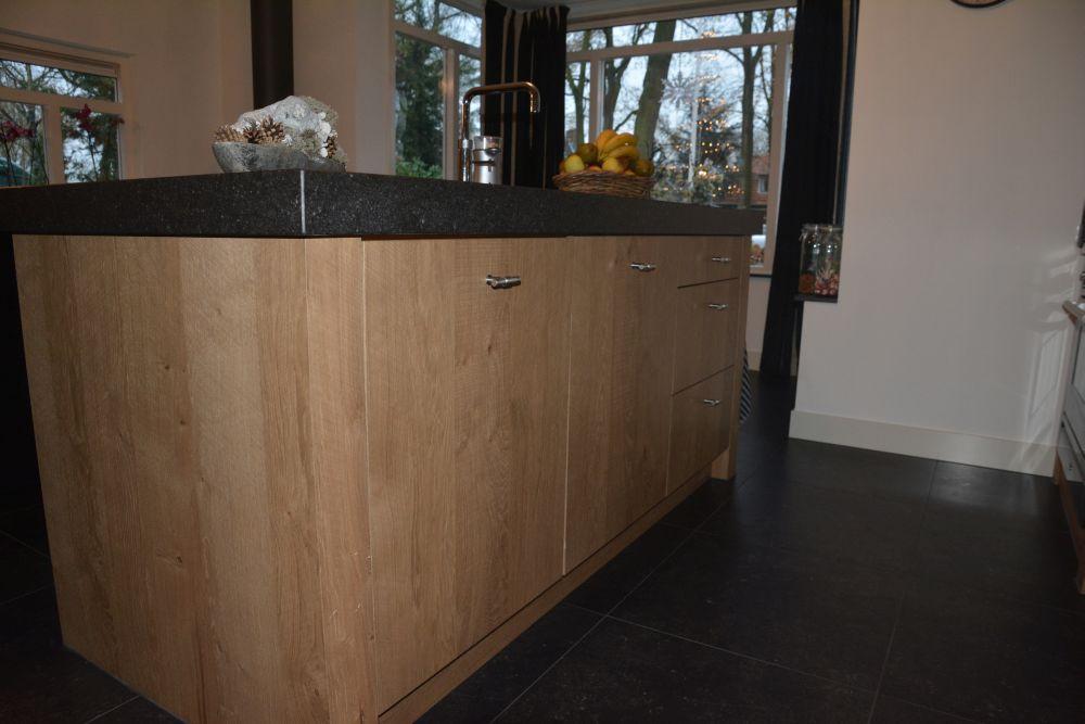 Keuken Eiken Werkblad : Keuken gemaakt in fijn bezaagd eiken met composiet werkblad