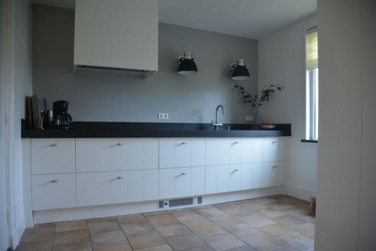 Landelijke keuken wit landelijke keuken wit kopen topkwaliteit goedkope keukens jan keukensite - Witte keuken voorzien van gelakt ...