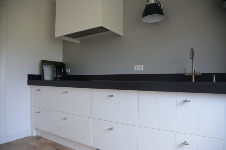 Keuken wit met v groef elst vri interieur